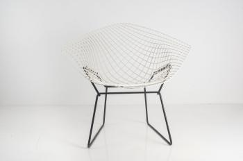 39 diamond 39 39 421 39 chair by harry bertoia by knoll international blouin art sales index. Black Bedroom Furniture Sets. Home Design Ideas